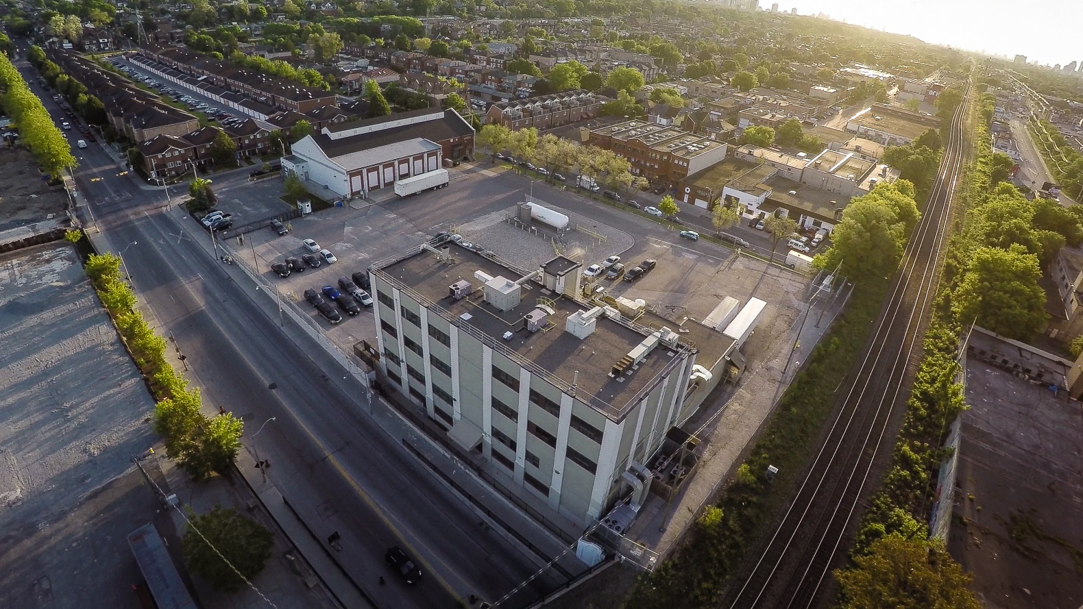 This picture shows an aerial view of the GEH-C Toronto  facility which occupies a small site in the city of Toronto